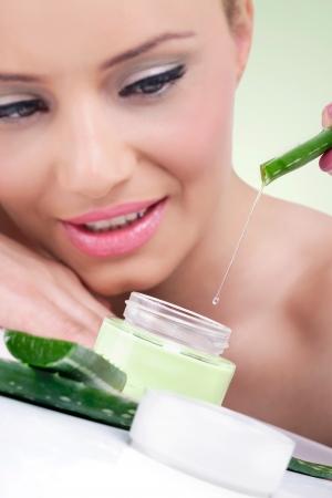 aloe vera: Young woman with natural aloe vera cream ready for beauty treatment