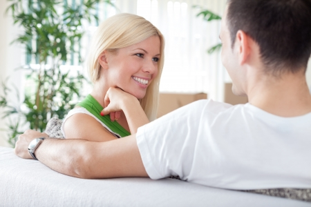 couple talking: Smiling woman with boyfriend in new flat