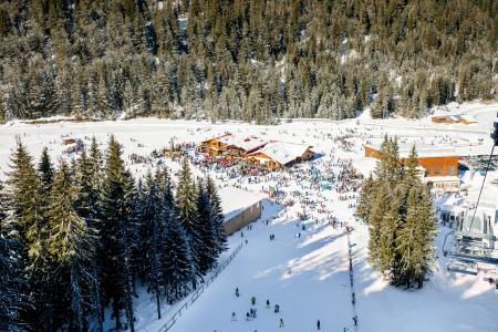 station ski:  Ski station with a lot of skiers around rest areas