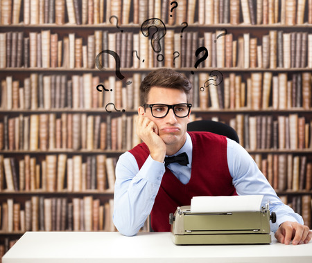 Old fashioned writer thinking with question marks over head Stok Fotoğraf