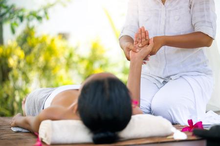 woman receiving relaxation hand massage Archivio Fotografico