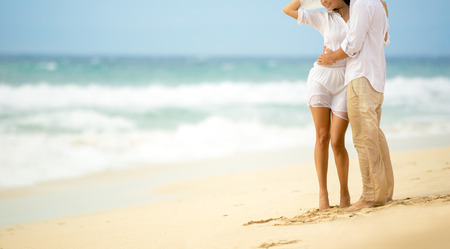 romantic beach: Summer sea couple,  barefoot walk on the beach