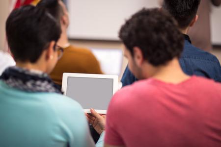 profesor: Tablet ayuda a los estudiantes a seguir conferencia