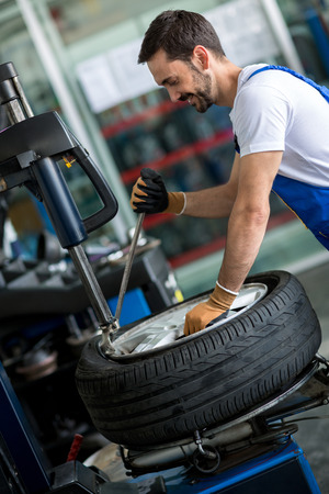 diagnostics: Engineer diagnostics tyre in workshop