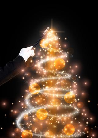 魔法の杖ときらびやかなクリスマス ツリー、クリスマスの背景 写真素材