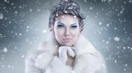 雪背景に雪の女王 写真素材