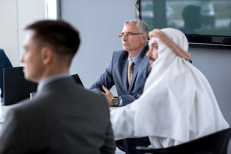 Senior director hold bijeenkomst in het kantoor Stockfoto