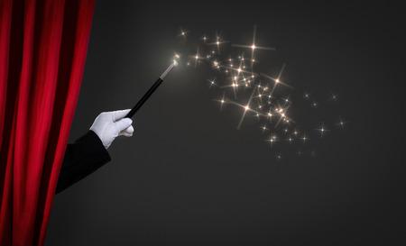 mago: varita mágica en el escenario, anuncio concepto Foto de archivo