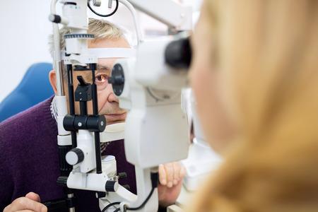 control de la vista en la clínica de ojos