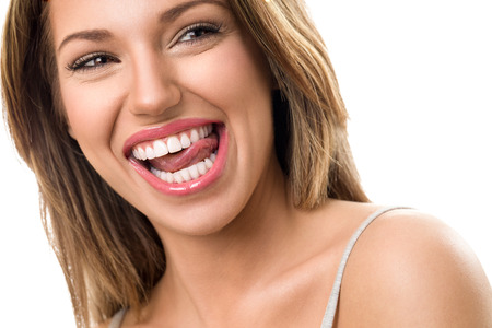 mujer desnuda: Mujer magnífica con la hermosa, dientes sanos sonrisa Foto de archivo