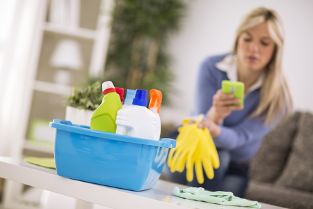short gloves: Short rest from cleaning house for cell phone
