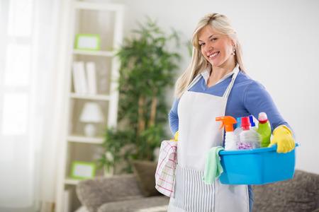 detersivi: Bella femmina è pronta per la pulizia della casa