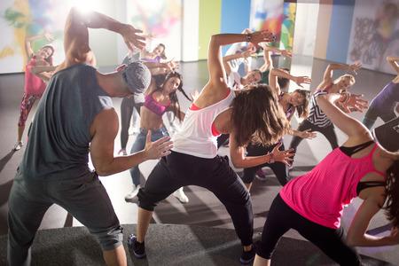 Gruppe von Tänzern in Fitness-Training im Studio Lizenzfreie Bilder