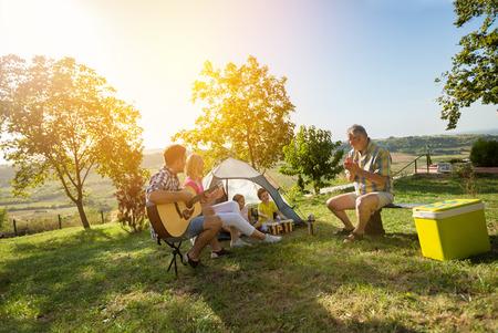 moment de plaisir camping familial