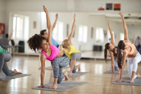 Yoga training in course indoor Standard-Bild