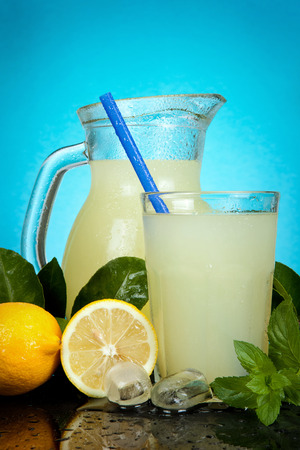 fresh leaf: fresh cold lemonade with mint leaf and ice cubes