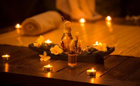 Décoration pour massage relaxant aux huiles aromatiques Banque d'images - 62916072