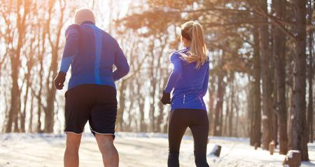 mujer deportista: Pareja, corriente, naturaleza, espalda, vista