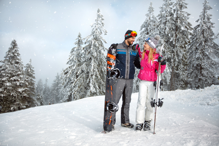 Couple in love together on skiing for winter holiday 免版税图像