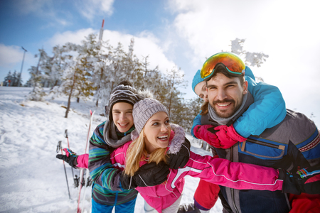 Cheerful parents with children happy together spending winter holiday Zdjęcie Seryjne