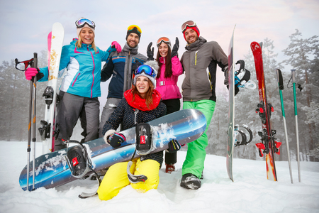 Group of friends with ski and snowboard on winter holidays - Skiers having fun on the snow Zdjęcie Seryjne