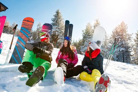 Vacation with friends on winter mountain Zdjęcie Seryjne