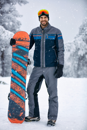 Winter sport- portrait of young Snowboarder Banque d'images - 104216978