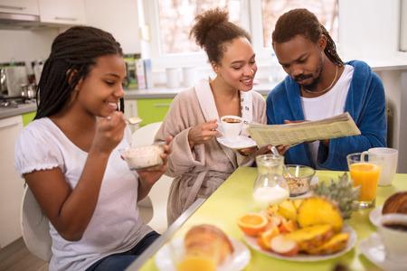 Afro American family on morning having coffee and breakfast 版權商用圖片