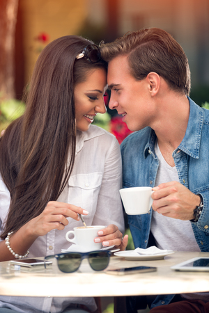 Tender couple at cafe,  spending time together Foto de archivo - 108575509