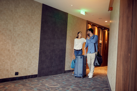 Happy Couple Arriving At Summer Vacation Rental 스톡 콘텐츠 - 119392644