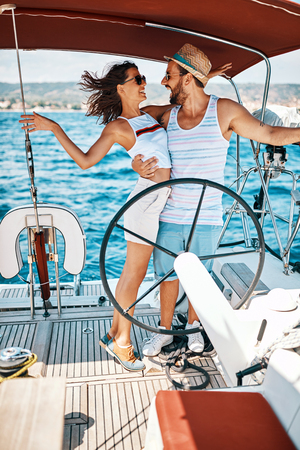 Romantic vacation and luxury travel. Happy young couple enjoying on luxury boat Banque d'images - 122215946