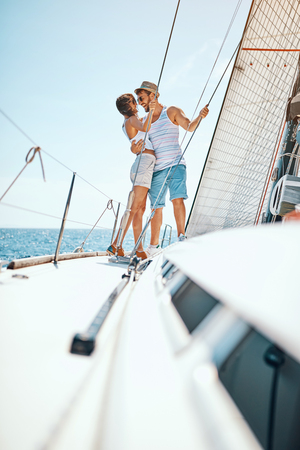 Romantic vacation and luxury travel. Happy man and woman enjoying on luxury boat Banque d'images - 122216467