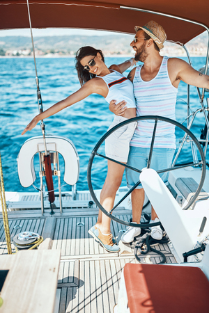 Romantic vacation and luxury travel. Happy couple enjoying on luxury boat Banque d'images - 122814984