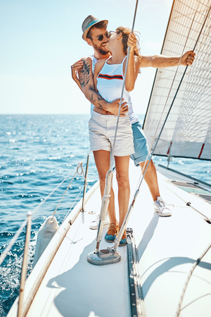Cruise vacation. Romantic happy man and woman on yacht Banque d'images - 122815170