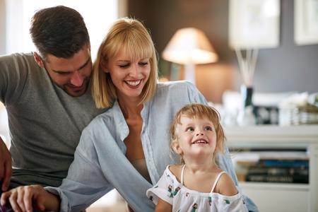 Parents avec la petite fille mignonne Banque d'images