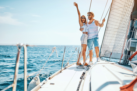Sexy young man and woman on the luxury boat Banque d'images - 125131848