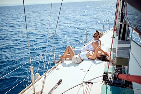 Happy man and woman on boat enjoying on summer day Banque d'images - 127237718