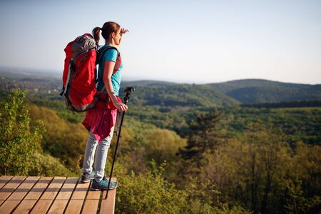 Girl standing up and looking landscape on distance from hiking Banque d'images