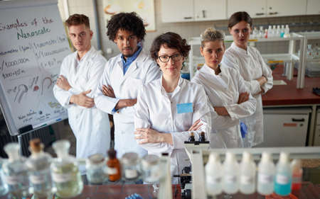 Team of young laboratory technicians in the lab Standard-Bild