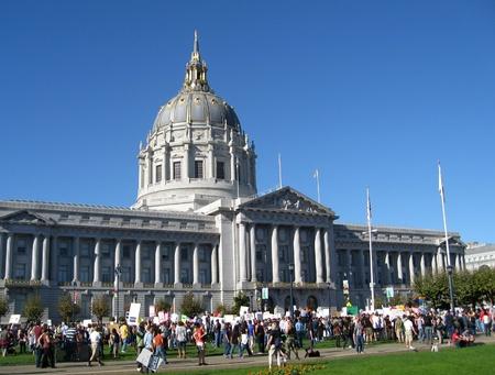 boda gay: San Francisco, California, 18 de noviembre de 2008 - Protesta en contra de la aprobación de la Proposición 8 que prohíbe el matrimonio gay Editorial
