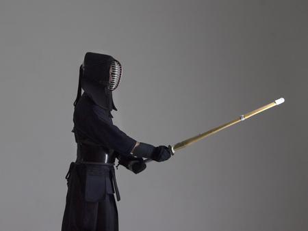 男剣道竹刀 (竹刀) 戦闘機の肖像画。スタジオで撮影します。