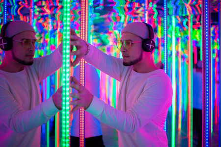 Professional dancer Dancing In a neon mirror labyrinth Imagens