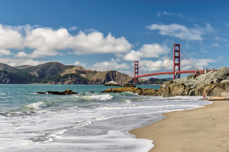Beach and Golden Gate Bridge in San Francisco 免版税图像 - 36501303