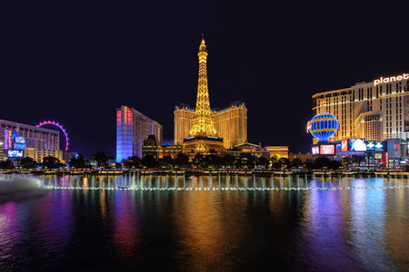 bellagio las vegas: LAS VEGAS USA MARCH 26 2015: The Paris Las Vegas hotel and casino on March 26 2015 in Las Vegas. The Paris hotel Bellagio Fountains and a replica of the Eiffel Tower.