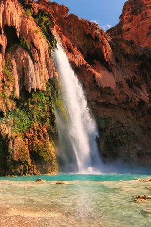 アリゾナ州のグランドキャニオン滝、ハヴァスパイインディアンリザベーション、驚くべきハバス滝します。 写真素材