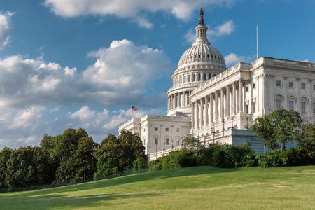晴れた日にアメリカのワシントン DC での米国の国会議事堂の建物。
