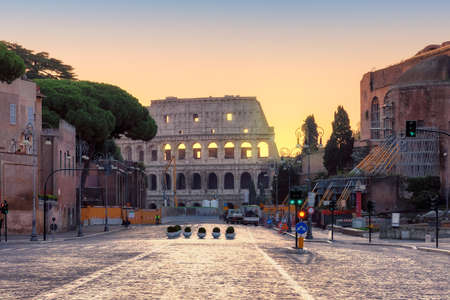 Rome at Sunrise. Beautiful view of the Roman Forum ruins in Rome, Italy 免版税图像 - 152428801