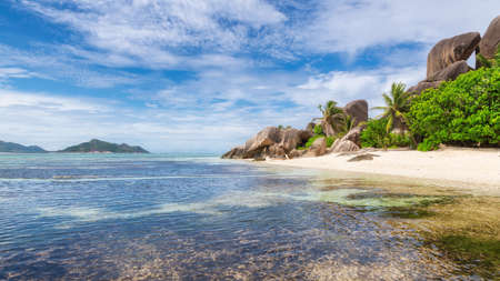 Beautiful view of exotic beach in Seychelles, La Digue island, Anse Source d'Argen beach. 免版税图像