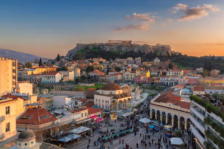Athens old town and the Acropolis hill at sunset, Athens, Greece 免版税图像