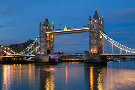 Tower Bridge at night, London UK. 免版税图像